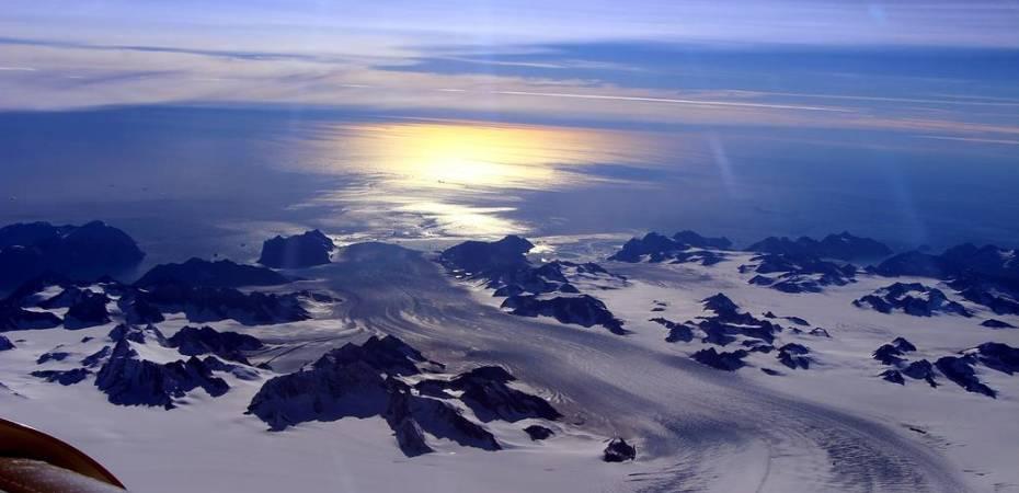 Picture captured by NASA's IceBridge, Helheim/Kangerdlugssuaq region of Greenland (on 11 Sep 2016). Image Credit: NASA/John Sonntag